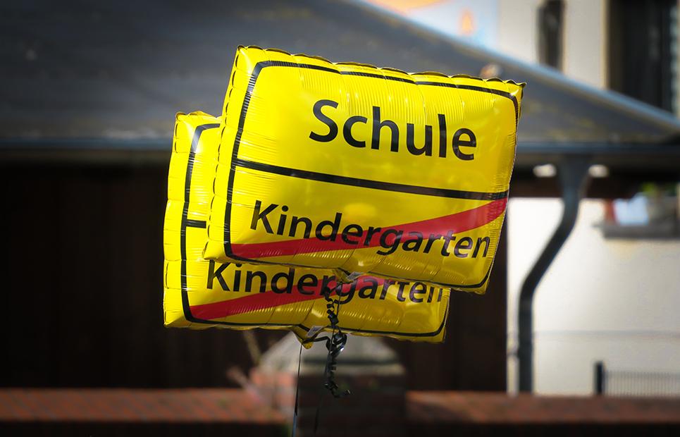 "Luftballon mit dem Schriftzug ""Schule"""